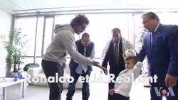 Ronaldo et le Real reçoivent un jeunePalestinien dont la famille a été décimée par un incendie