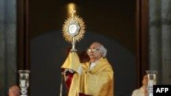 El cardenal nicaragüense Leopoldo Brenes oficcia una misa por la paz en Managua, Nicaragua, el 1 de enero de 2019.