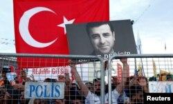 (ARŞİV) Cezaevindeki eski HDP Eş-Başkanı Selahattin Demirtaş'a destek gösterisi