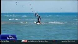 """Sporti """"Kite Surf"""" në Ulqin"""