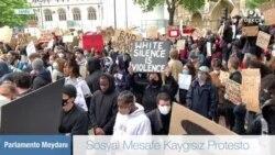 Salgın Uyarılarına Rağmen Londra'da Irkçılık Karşıtı Eylem