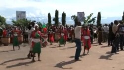 Abantu ibihumbi biroshye mu mihanda y'I Bujumbura kwakira Perezida Petero Nkurunziza, nyuma y'uko kudeta yari imaze gupfuba. Tariki ya 15/03/2015
