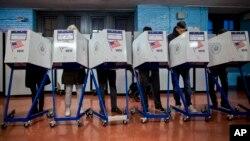 یک حوزه رای گیری در بروکلین در نیویورک. آرشیو، ۸ نوامبر ۲۰۱۶