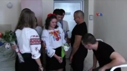Ukraynalı məktəblilər veteranlara qayğı göstərir