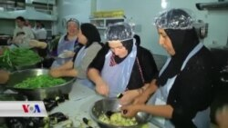 گروپـێک لە ژنانی دهۆک خواردن بۆ پـێشـمەرگە لە بەرەکانی شەڕ ئامادەدەکەن