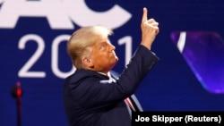 "Mokonzi abimi na bokonzi Donald Trump na likita ya ""Conservateurs"" na Orlando, Floride, 28 février 2021."