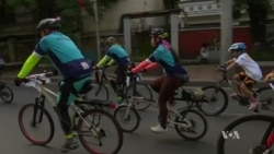 Cyclists and Volunteers Collect Trash in the Philippines Before World Environment Day