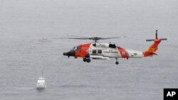 Фото: гелікоптер Берегової охорони США під час рятувальної операції 2 травня 2021 року, поблизу Каліфорнії