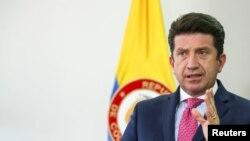 El ministro de Defensa de Colombia, Diego Molano, habla durante una entrevista con Reuters en Bogotá, Colombia, el 11 de febrero de 2021.