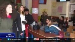 Tiranë, pedagogë e studentë në protesta
