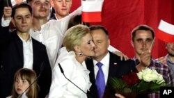 رئیس جمهوری کنونی لهستان و همسرش