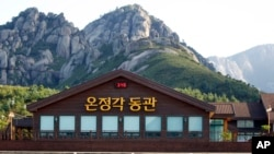 File photo -- One of many shuttered shops in the Hyundai Asan Corp. shopping and rest area complex that once served as a base camp for hikes up Mount Kumgang in North Korea.