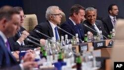 Presiden AS Barack Obama (kedua dari kanan) dan para pemimpin Eropa pada KTT NATO di Warsawa, Polandia hari Sabtu (9/7).