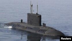 El jefe de la Guardia Revolucionaria iraní dijo que el submarino y el buque participarán en ejercicios defensivos.