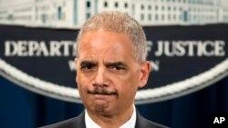 El fiscal general de EE.UU., Eric Holder, está a favor de reducir la prisión por los delitos de drogas.