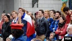 Cổ động viên cho đội Pháp xem trận chung kết ở San Francisco (Ảnh: Bùi Văn Phú)