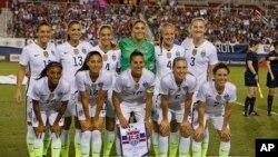 Las jugadoras del equipo nacional de fútbol de EE.UU. afirman que ganan hasta 40% menos que sus colegas del equipo nacional masculino.
