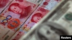 UNDP는 3일 VOA와의 전화통화에서 대북 송금에 어려움을 겪고 있다고 밝혔다. 사진은 북한 내부에서 통용되는 미국 달러와 중국 위안화 지폐.