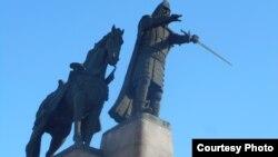 Памятник князю литовскому Гедемину в Вильнюсе