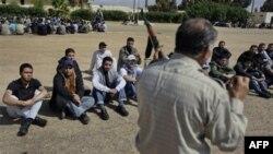 Novi regruti libijskih pobunjenika na obuci