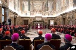 El Papa Francisco pronunció el jueves 21 de diciembre su mensaje de Navidad al Colegio de Cardenales en el Sal`ón Clementine de la Curia romana en El Vaticano.