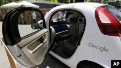 Esta foto de archivo muestra un automóvil Google autónomo en Mountain View, California.