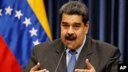Prezidan Venezuela a, Nicolás Maduro, bat bravo pou rezilta eleksyon. Rezilta yo montre pi fò plas yo nan nivo minisipal la al jwenn manm pati l ap dirije a, Pati Sosyalis Ini an (PSI).