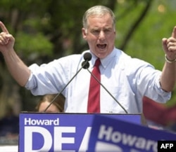 2004 presidential candidate Howard Dean speaks to a crowd in Burlington, Vermont
