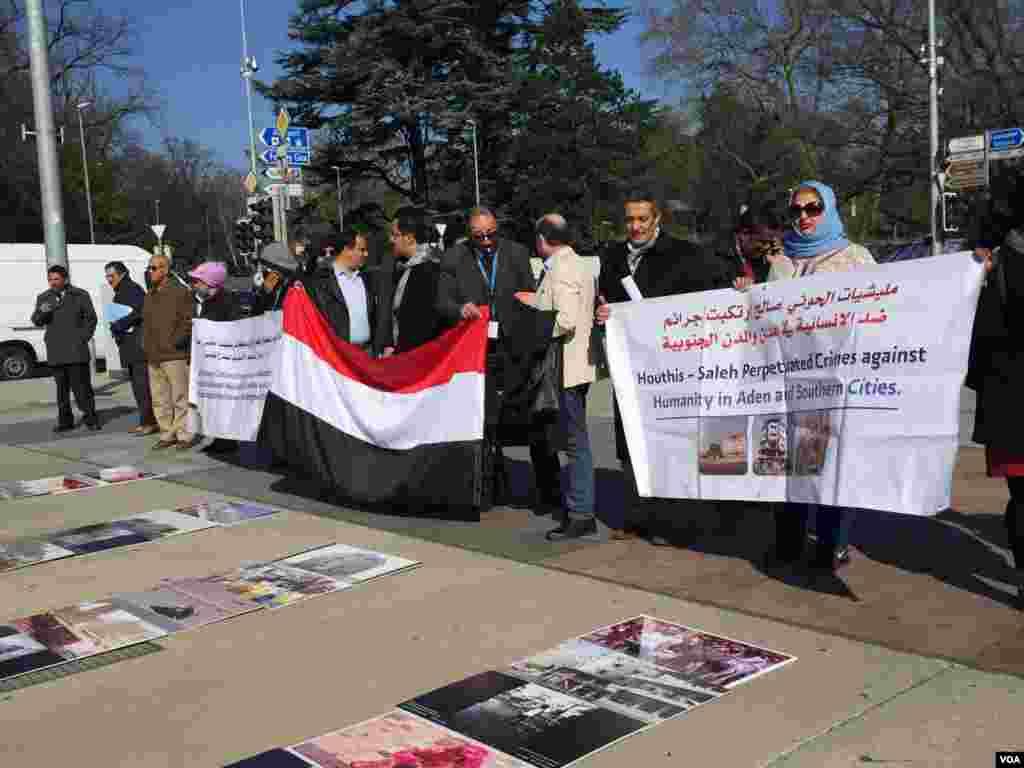 تجمع گروهی از فعالان مدنی عرب در محکومیت کشتار شهروندان یمنی به دست شبه نظامیان حوثی