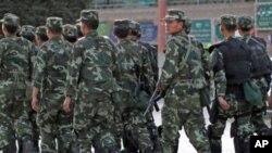 八月初時中國武警巡邏新疆地區