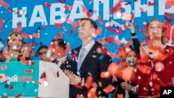 «الکسی ناوالنی» در حالی نامزد انتخابات شد که به دلیل محکومیت قضایی قادر به کاندیداتوری در انتخابات نیست، محکومیتی که بسیاری آن را غیرواقعی می دانند.