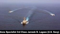 ناوشکن آمریکایی «میسون» در آبهای بین المللی
