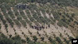 更多叙利亚民众6月8日正在逃往邻国土耳其