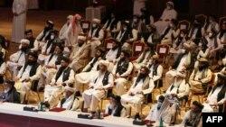 دوحہ میں طالبان وفد کے ارکان افغان حکومت کے ساتھ ایک اجلاس میں۔ 13 ستمبر 2021