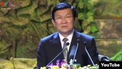 """Ở phút thứ 4'16"""" đến 4'30"""" khúc nhạc được vang lên khi Chủ tịch nước Trương Tấn Sang bước lên bục phát biểu trong chương trình 'Khát vọng đoàn tụ' tối 27/7 tại Hà Nội."""