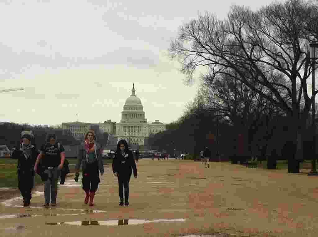 """Durante el segundo día de actividades, los participantes de esta protesta buscan """"tomarse"""" el Capitolio y visitar a cada uno de los legisladores."""