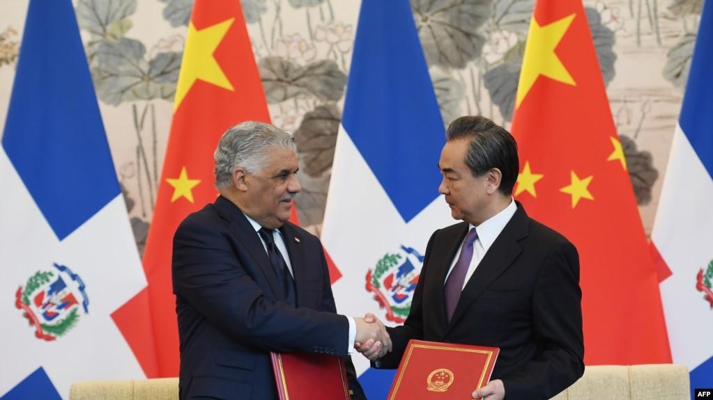 中多兩國外長2018年5月1日簽署建交聯合公報(法新社)