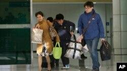 Công dân Hàn Quốc trở về từ khu công nghiệp Kaesong ở Bắc Triều Tiên, ngày 9/4/2013.