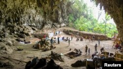 Penggalian arkeologis di gua Liang Bua di Flores. (Foto: Dok)