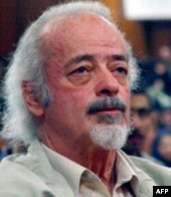 وقايع روز: کيهان می نويسد که رسيدگی قضايی به شکايت ١٠٠ نماينده مجلس از موسوی آغاز شده است