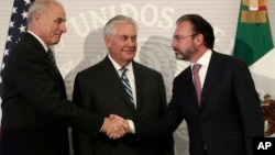 U.S. Secretary of State Rex Tillerson, center, smiles as Mexico's Foreign Relations Secretary Luis Videgaray, right, shakes hands with U.S. Homeland Security Secretary John Kelly at the Foreign Affairs Ministry in Mexico City, Feb. 23, 2017.