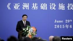 Menteri Keuangan China, Lou Jiwei berbicara pada peresmian 'Articles of Agreement' Asian Infrastructure Investment Bank (AIIB) di Beijing, 29 Juni lalu.