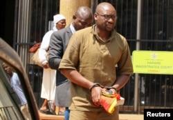 UMfundisi Evan Mawarire ucatshangelwa ukuthi usebenzisa ubulembu bokuziibazisa ukwenzela ukuthi uzulu ahlamukele uhulumende. Uyakukhipa lokhu esithi ilizwe selibhidlika.