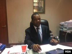 Reserve Bank of Zimbabwe governor John Mangudya has remained mum on when exactly the controversial bondnotes will be introduced. He says they will ease cash shortages Zimbabwe has been facing for almost a year now, Nov. 10, 2016. (S. Mhofu)