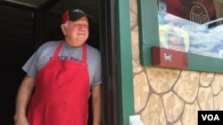 Marty Coar Sr., whose family runs Two Brothers Pizza in Dunmore, Pennsylvania, remembers when industry was bustling in the Scranton area, before jobs were moved elsewhere. (A. Pande/VOA)