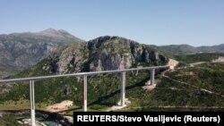 Fotografija snimljena dronom pokazuje most preko Miračice na auto-putu Bar-Boljare, u selu Bioce, Crna Gora, 25. maja 2021. (Foto: Rojters, Stevo Vasiljević)