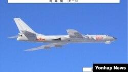 중국 군용기가 지난 1월 대한해협 동수도(일본명 '쓰시마 해협') 상공을 통과하는 모습. (자료사진)