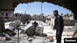 Un survivant de l'attaque chimiquedans la ville de Ain Tarma, en Syrie, le 7 avril 2017.