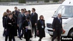 بستگان فرانسیسکو فرانکو، در مراسم انتقال پیکر او حضور داشتند