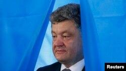 """""""El plan de paz comienza con mi orden de alto el fuego unilateral"""", dijo Poroshenko."""